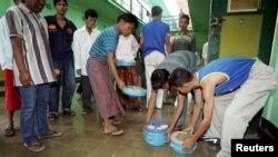Suasana menjelang makan siang di penjara Sukamiskin, Bandung. (Foto: Dok)