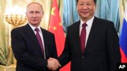 Tổng thống Nga và Chủ tịch Trung Quốc trong một cuộc gặp hồi tháng Bảy năm nay.