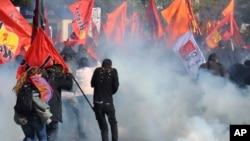 Protestoya roja Duşemê li paytexta Tirkiyê.