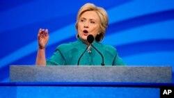 Bakal calon presiden Partai Demokrat, Hillary Clinton berbicara di Las Vegas Convention Center di Las Vegas (19/7).