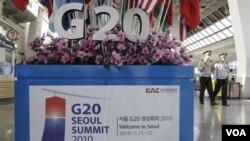 Polisi Korea Utara sedang patroli di bandara Gimpo, Seoul menyambut pertemuan G20.