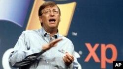 지난 2001년 빌 게이츠 마이크로소프트사 경영자가 윈도XP를 소개하고 있다. (자료사진)