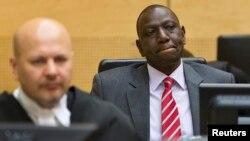 Wapres Kenya William Ruto (kanan) saat menghadiri sidang Mahkamah Kejahatan Internasional (ICC) di Den Haag, Selasa (10/9).