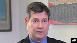 Ông Charles Dunne, giám đốc của Freedom House tại Trung Đông, nói tiếp tục tài trợ cho quân đội Ai Cập làm cho Washington khó khăn hơn trong việc tạo áp lực để bảo vệ xã hội dân sự