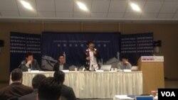 香港青年領袖代表在華盛頓研討會上發言 (美國之音實習記者 張皓程攝)