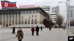 Пхеньян, площадь Ким Ир Сена.