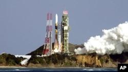 Peluncuran Roket H-2A Jepang (foto: dok), roket serupa yang sukses meluncurkan satelit Korea Selatan KOMPSAT-3 hari ini (18/5).