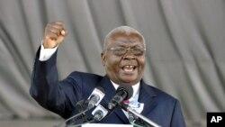 Presidente de Moçambique, Armando Guebuza durante um comício (Arquivo)