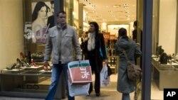 Βελτίωση του δείκτη καταναλωτή στις ΗΠΑ