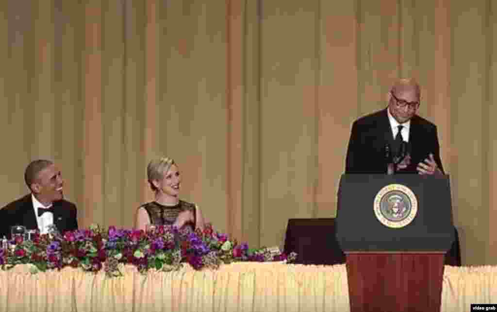 From left, President Barack Obama and Carol Lee of The Wall Street Journal listen as guest host Larry Wilmore speaks at the annual White House Correspondents' Association dinner at the Washington Hilton in Washington, April 30, 2016.