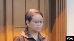 Menteri Luar Negeri Retno Marsudi di kantor Kementerian Luar Negeri di Jakarta, Jumat (24/6). (Foto: VOA/Fathiyah).