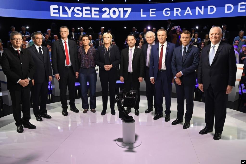 10位總統候選人在巴黎郊外辯論前合影(2017年4月4日)。