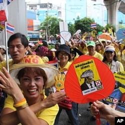 Yellow Shirt protesters parade through Bangkok, June 17, 2011