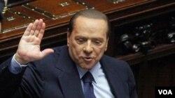 PM Silvio Berlusconi menang pemungutan suara di parlemen Italia dengan 316 mendukung dan 301 menentang.