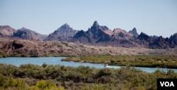 The Colorado river forms the border between Arizona and California