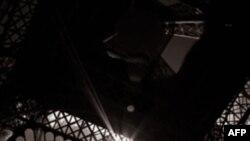 Tháp Eiffel là biểu tượng của Paris và là một trong những điểm đến đáng chú ý của thế giới