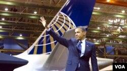 Presiden Barack Obama saat memberikan pidato di pabrik pesawat Boeing di Seattle (foto: dok). WTO memutuskan subsidi pemerintah AS terhadap Boeing sebagai ilegal.