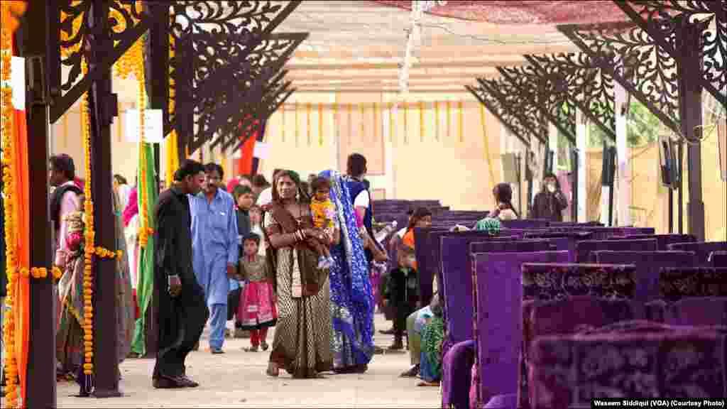 اجتماعی شادی کی تقریب کا ایک منظر