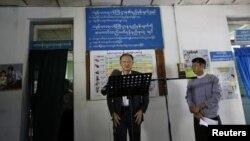 Chủ tịch Ngân hàng Thế giới Jim Yong Kim phát biểu trước báo giới ở Rangoon, ngày 26 tháng 1, 2014.