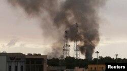 Fumée noire dans Benghazi, Dec. 11, 2014.