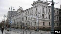 立陶宛首都維爾紐斯的前克格勃大樓,目前是共產黨迫害和蘇聯佔領紀念館。(美國之音白樺拍攝)