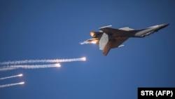 中国空军歼-16战机