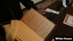 Prezident Tomas Ceffersona məxsus Quran nüsxəsi