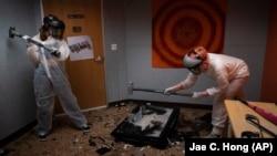 APTOPIX Virus-Outbreak-Rage-Room