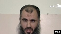 Sebuah gambar yang diambil dari televisi menunjukkan Abu Qatada meminta pembebasan seorang sandera di Irak bulan lalu (Reuters).