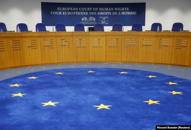 2019年9月11日在欧洲人权法院,乌克兰就俄罗斯侵犯克里米亚人权问题进行起诉的听证会开始前。