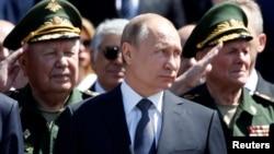 Президент России Владимир Путин (в центре). Москва. Россия. 22 июня 2016 г.