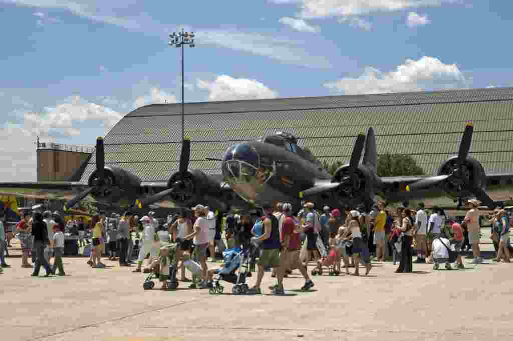 بمب افکن بی – ۱۷ ‏Boeing B-17 Flying Fortress