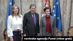 Evropski komesar za proširenje i susedsku politiku Johanes Han sa premijerkom Srbije Anom Brnabić, Foto: video grab