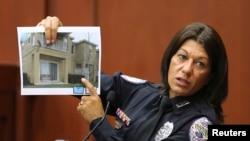 La oficial de policía Doris Singleton ofrece su testimonio durante el juicio.
