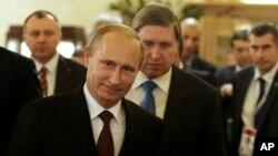 Presiden Rusia Vladimir Putin dalam konferensi pers di Milan, Italia. (AP/Antonio Calanni)