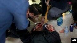 د بارسلونا ښاروال دکتالونیا په بې دفاع خلکو د پولیسو د بریدونو د سمدستي پای ته رسولو غوښتنه کړې ده.