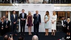 Vashingtondagi Trump mehmonxonasi ochilish marosimida, 2016