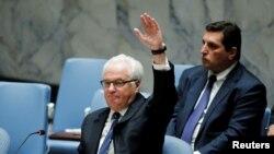 비탈리 추르킨 러시아 주 유엔대사가 8일 열린 유엔안보리 표결에서 시리아 알레포 공습 중단 결의초안에 거부권을 행사하고 있다.