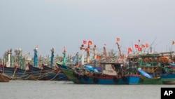 Tàu đánh cá vào bờ để tránh bão tại Đà Nẵng, ngày 10/11/13