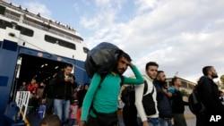 La isla griega de Lesbos ha abrumada por el flujo de migrantes.