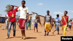 Réfugiés érythréens au Camp Mai-Aini réfugiés dans le nord de l'Ethiopie, 17 Novembre 2013. (Reuters)