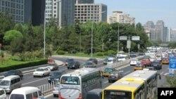 北京街头汽车多高楼多