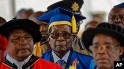 """Perezida Mugabe mu muhango wo gutanga impamyabumenyi kuri kaminuza """"Zimbabwe Open University"""""""