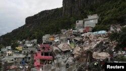 멕시코주 틀라네판트라 인근 세로 델 치키히트에 산사태가 난 모습