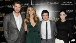 Para pemeran film 'The Hunger Games', dari kiri: Liam Hemsworth, Jennifer Lawrence, Josh Hutcherson dan Isabelle Fuhrman di New York.