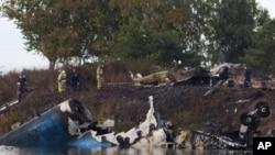 救援人員在俄羅斯空難現場進行搜救