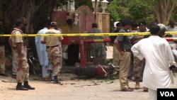 پاکستان کے اقتصادی مرکز کراچی میں پیر کو چینی قونصل خانے کے قریب بم دھماکا ہوا