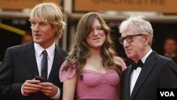 La película, que cuenta con una breve aparición de Carla Bruni, primera dama de Francia, fue estrenada en el Festival de Cannes.