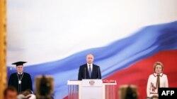 普京在克里姆林宫安德列耶夫斯基大厅宣誓就任总统