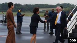 美国防长马蒂斯2018年10月到新加坡出席东盟防长扩大会议(美国国防部照片)